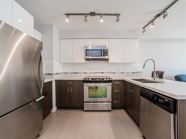 "Photo 2: 401 2408 E BROADWAY in Vancouver: Renfrew VE Condo for sale in ""BROADWAY CROSSING"" (Vancouver East)  : MLS(r) # R2102626"