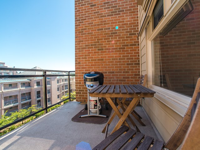 "Photo 12: 401 2408 E BROADWAY in Vancouver: Renfrew VE Condo for sale in ""BROADWAY CROSSING"" (Vancouver East)  : MLS(r) # R2102626"