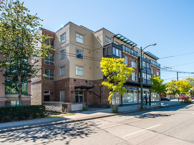 "Photo 17: 401 2408 E BROADWAY in Vancouver: Renfrew VE Condo for sale in ""BROADWAY CROSSING"" (Vancouver East)  : MLS(r) # R2102626"