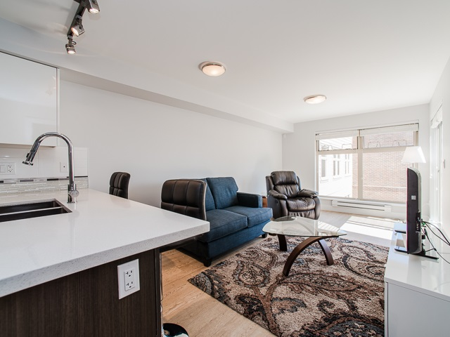 "Photo 4: 401 2408 E BROADWAY in Vancouver: Renfrew VE Condo for sale in ""BROADWAY CROSSING"" (Vancouver East)  : MLS(r) # R2102626"