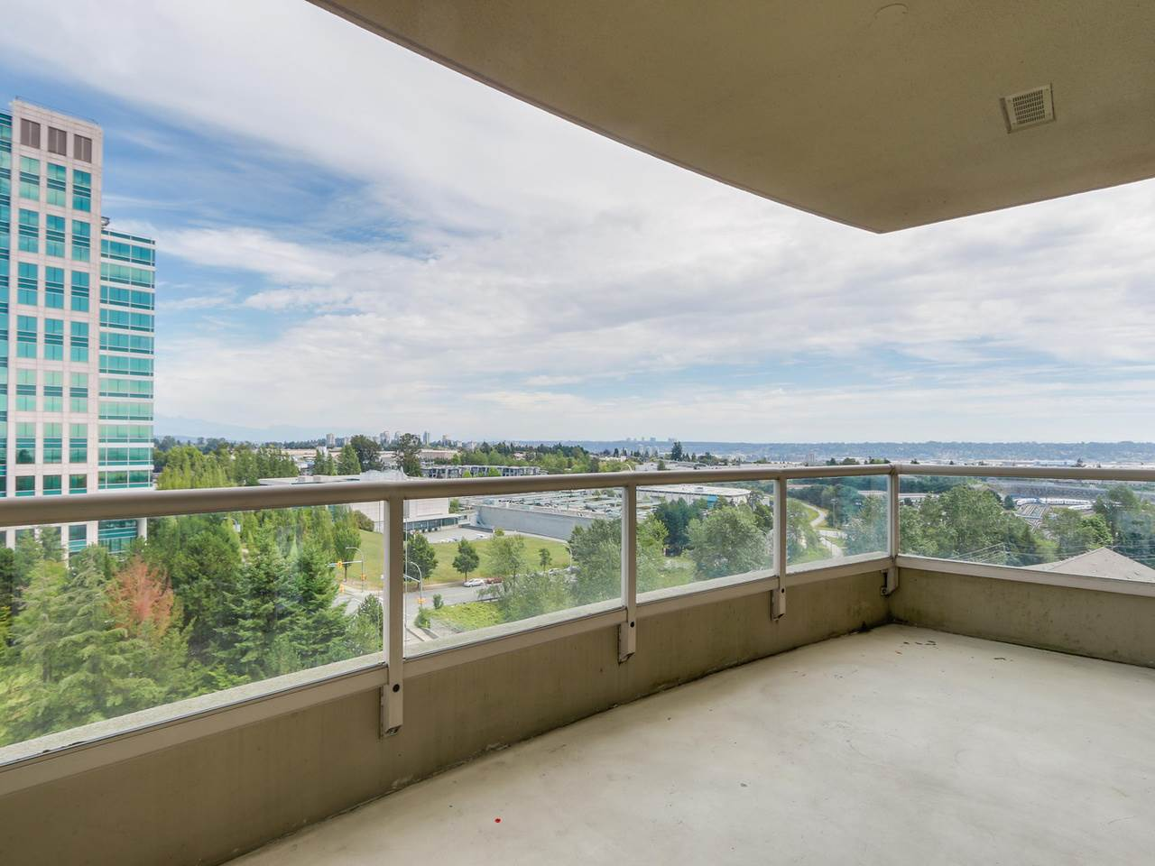 Photo 9: 1005 6888 STATION HILL Drive in Burnaby: South Slope Condo for sale (Burnaby South)  : MLS® # R2125491
