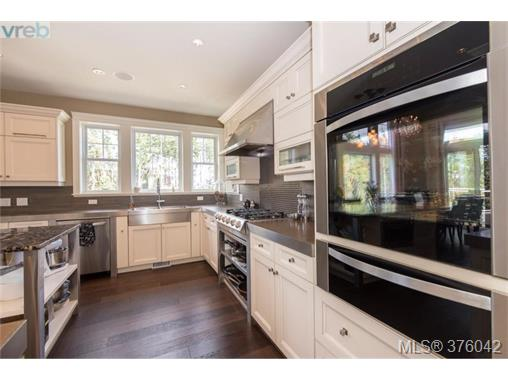 Photo 8: 2211 Woodhampton Rise in VICTORIA: La Bear Mountain Single Family Detached for sale (Langford)  : MLS(r) # 376042