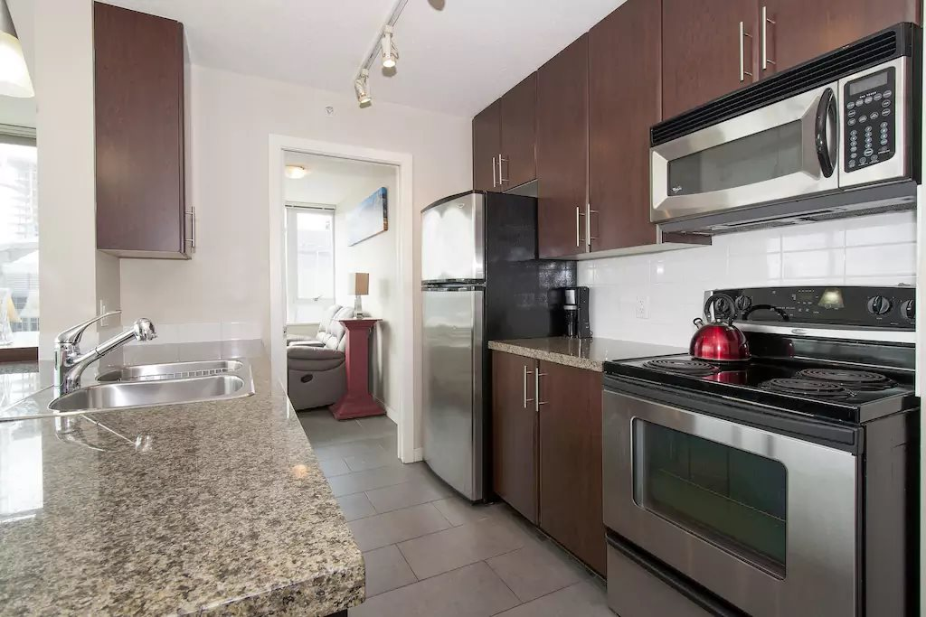 "Photo 5: 802 688 ABBOTT Street in Vancouver: Downtown VW Condo for sale in ""FIRENZE 2"" (Vancouver West)  : MLS(r) # R2179155"
