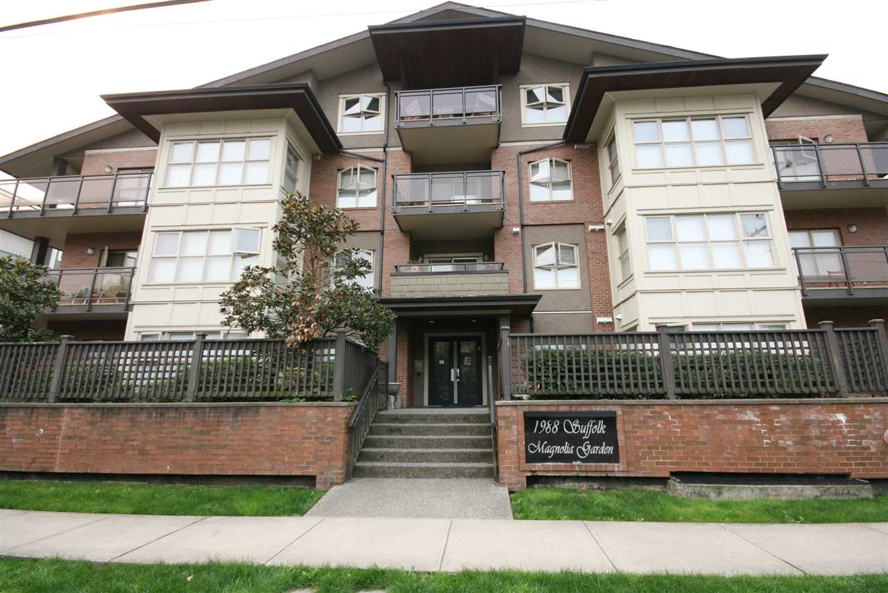 "Main Photo: 403 1988 SUFFOLK Avenue in Port Coquitlam: Glenwood PQ Condo for sale in ""MAGNOLIA GARDENS"" : MLS® # R2203455"