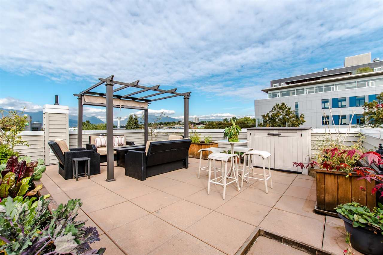 Main Photo: 1068 E 7TH Avenue in Vancouver: Mount Pleasant VE House 1/2 Duplex for sale (Vancouver East)  : MLS® # R2209226