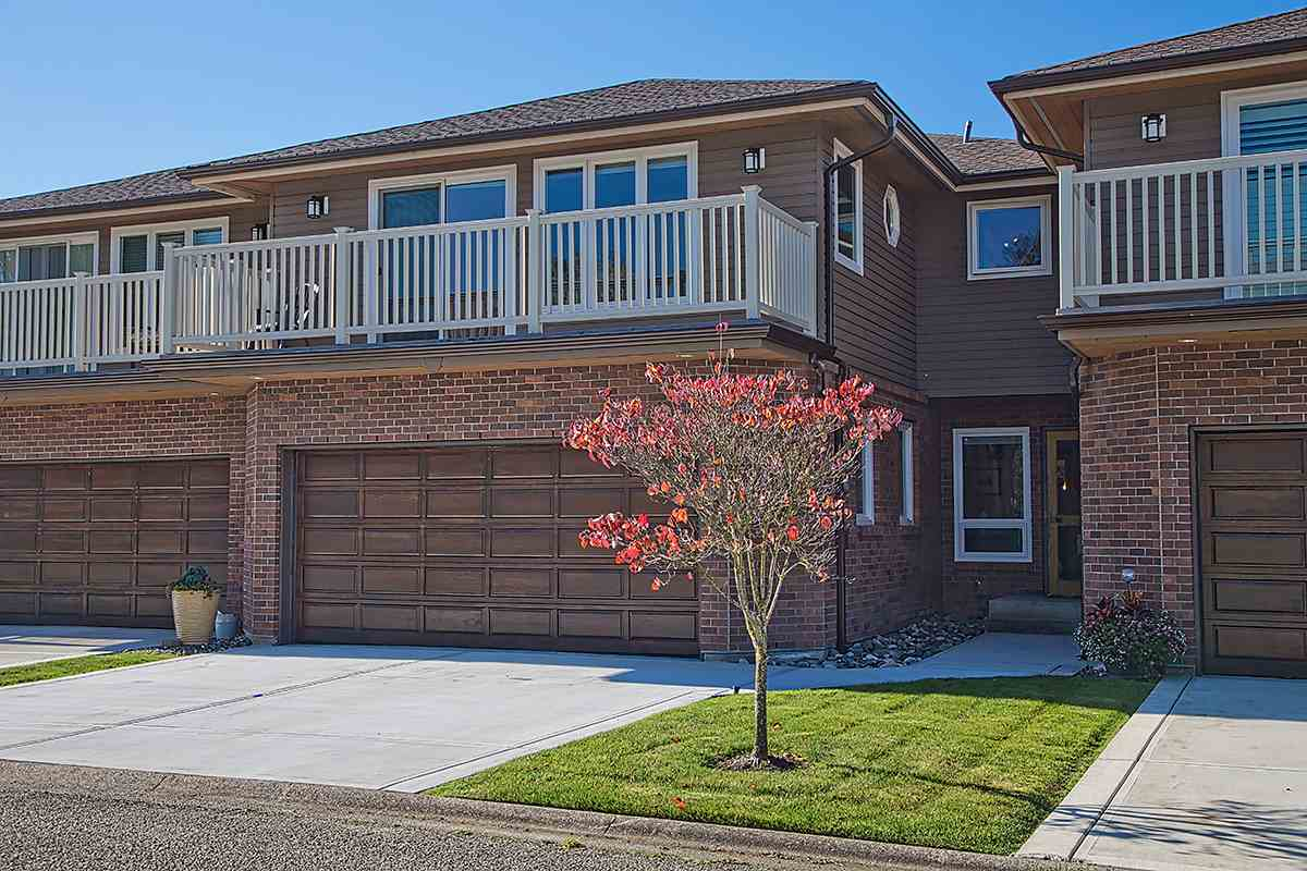 "Main Photo: 15 7001 EDEN Drive in Sardis: Sardis West Vedder Rd Townhouse for sale in ""EDENBANK"" : MLS® # R2220420"