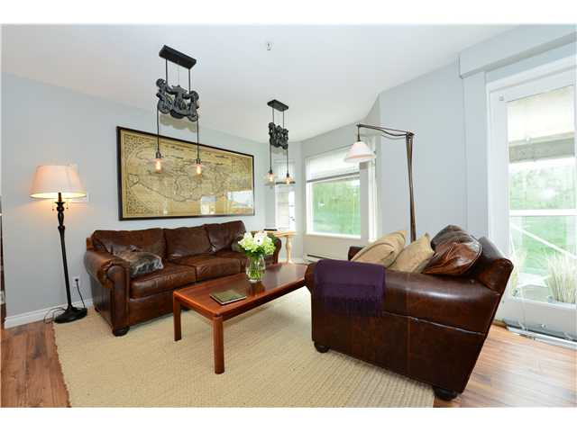 Photo 2: 302 1562 W 5TH Avenue in Vancouver: False Creek Condo for sale (Vancouver West)  : MLS(r) # V994390