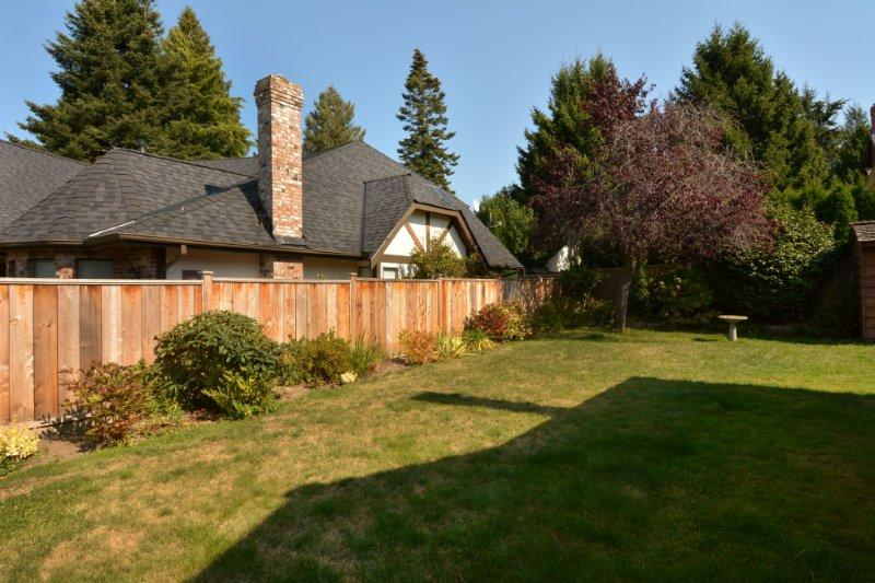 "Photo 3: 12743 21A Avenue in Surrey: Crescent Bch Ocean Pk. House for sale in ""Ocean Park"" (South Surrey White Rock)  : MLS® # F1422569"