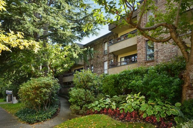 "Main Photo: 108 1266 W 13TH Avenue in Vancouver: Fairview VW Condo for sale in ""LANDMARK SHAUGHNESSY"" (Vancouver West)  : MLS® # R2002053"