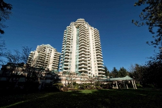 "Main Photo: 360 TAYLOR Way in West Vancouver: Park Royal Townhouse for sale in ""The WestRoyal"" : MLS(r) # R2015405"
