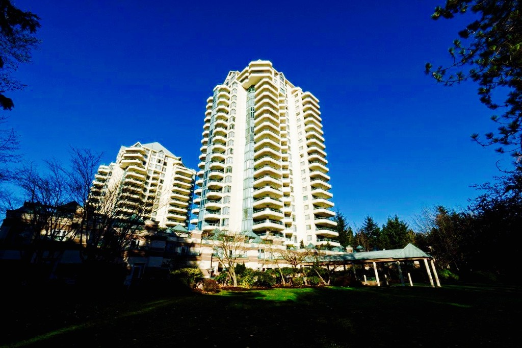 "Photo 1: 360 TAYLOR Way in West Vancouver: Park Royal Townhouse for sale in ""The WestRoyal"" : MLS(r) # R2015405"