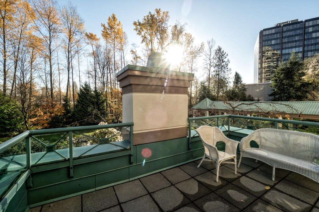 "Photo 12: 360 TAYLOR Way in West Vancouver: Park Royal Townhouse for sale in ""The WestRoyal"" : MLS® # R2015405"
