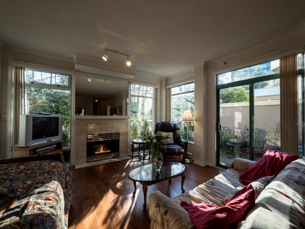 "Photo 2: 360 TAYLOR Way in West Vancouver: Park Royal Townhouse for sale in ""The WestRoyal"" : MLS(r) # R2015405"