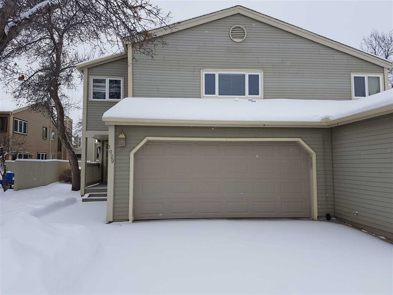 Main Photo: 1029 109 Street Street in Edmonton: Zone 16 House Half Duplex for sale : MLS(r) # E4047709