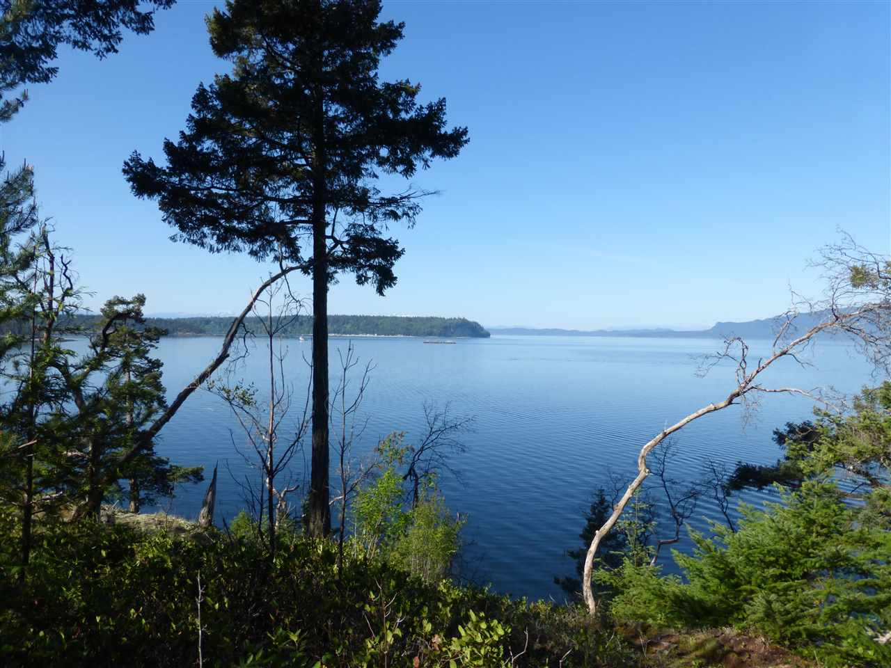 "Main Photo: Lot 9 WELCOME Wynd in Halfmoon Bay: Halfmn Bay Secret Cv Redroofs Home for sale in ""Tideways"" (Sunshine Coast)  : MLS®# R2139622"