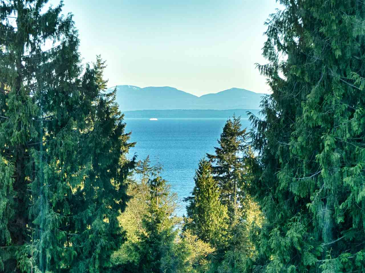 "Main Photo: 457 OCEANVIEW Drive in Gibsons: Gibsons & Area House for sale in ""Oceanview"" (Sunshine Coast)  : MLS(r) # R2158469"