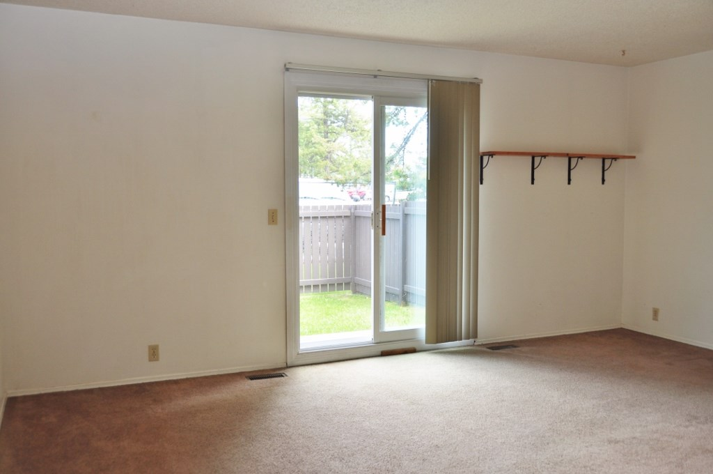 Photo 4: 48 1411 MILL WOODS Road E in Edmonton: Zone 29 Townhouse for sale : MLS(r) # E4067006