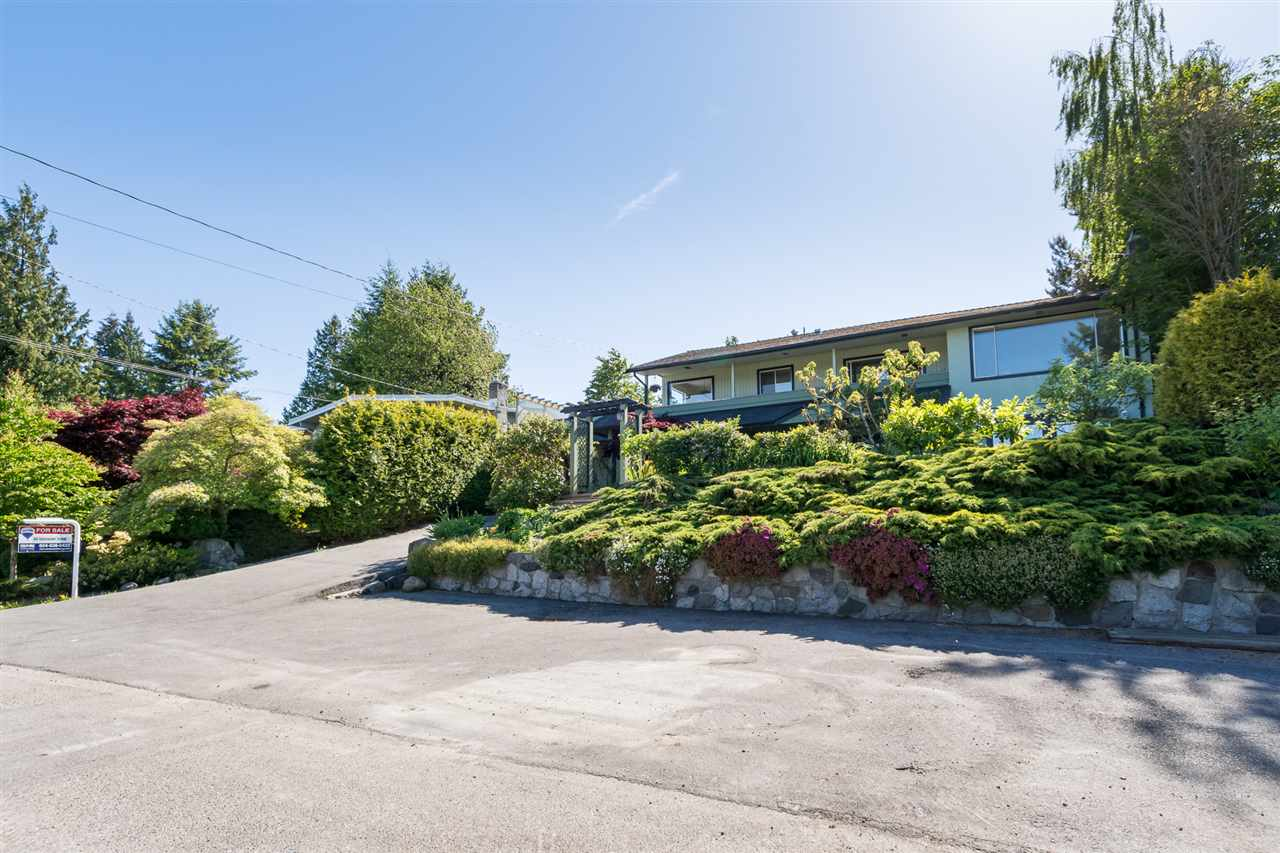 Photo 2: 1111 WALALEE Drive in Delta: English Bluff House for sale (Tsawwassen)  : MLS(r) # R2175175