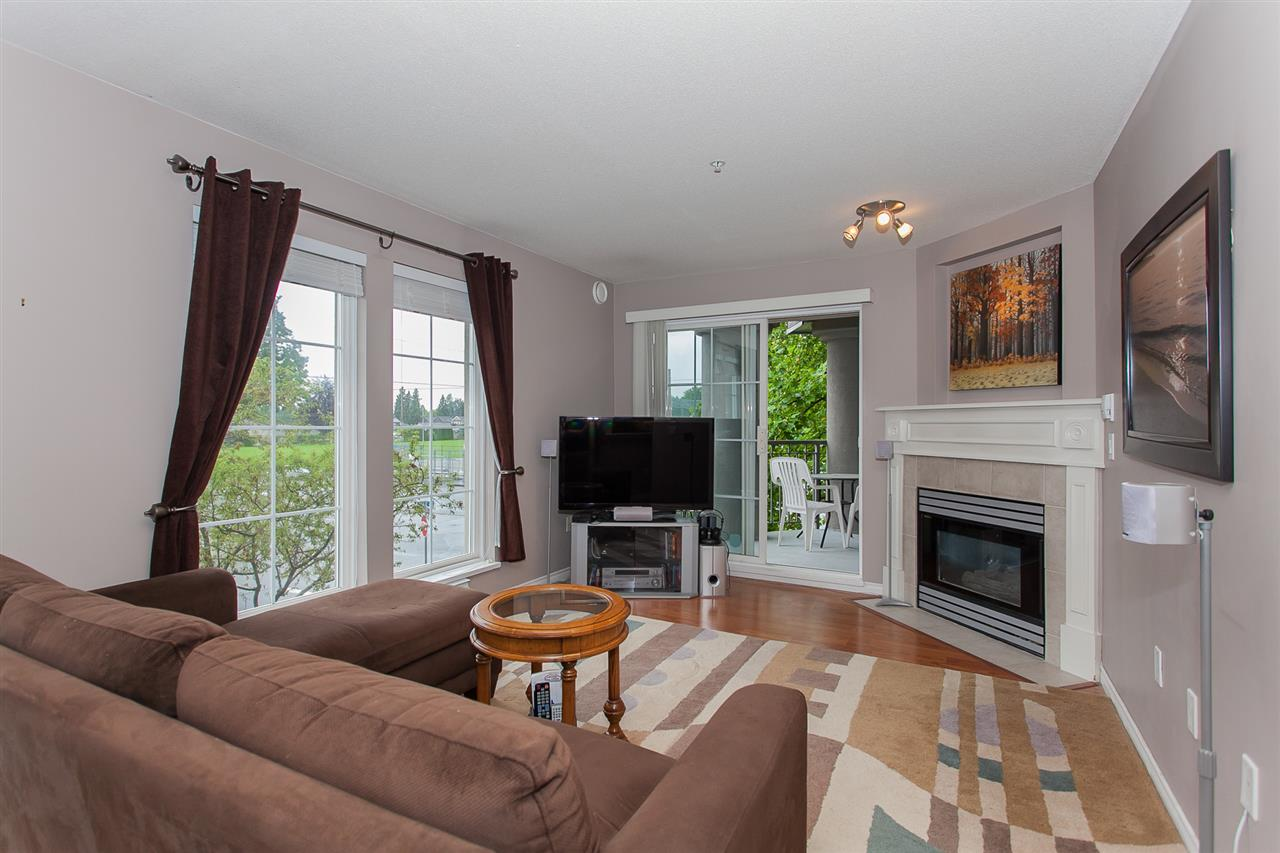 "Photo 4: 203 1669 GRANT Avenue in Port Coquitlam: Glenwood PQ Condo for sale in ""THE CHARLESTON"" : MLS(r) # R2177195"