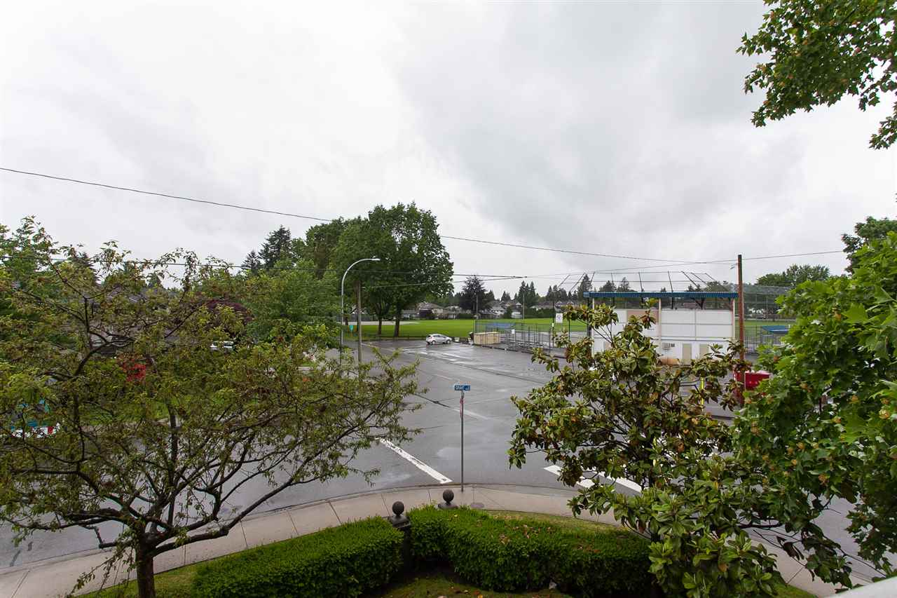 "Photo 19: 203 1669 GRANT Avenue in Port Coquitlam: Glenwood PQ Condo for sale in ""THE CHARLESTON"" : MLS(r) # R2177195"