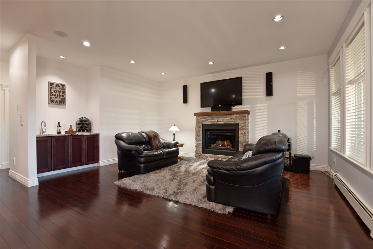 "Photo 12: 1631 FOSTER Avenue in Coquitlam: Central Coquitlam House for sale in ""CENTRAL COQUITLAM"" : MLS(r) # R2179065"
