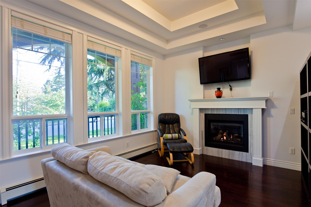 "Photo 8: 1631 FOSTER Avenue in Coquitlam: Central Coquitlam House for sale in ""CENTRAL COQUITLAM"" : MLS® # R2179065"