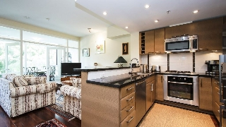 "Main Photo: 1686 W 8TH Avenue in Vancouver: Fairview VW Townhouse for sale in ""MUSEE"" (Vancouver West)  : MLS(r) # R2191589"