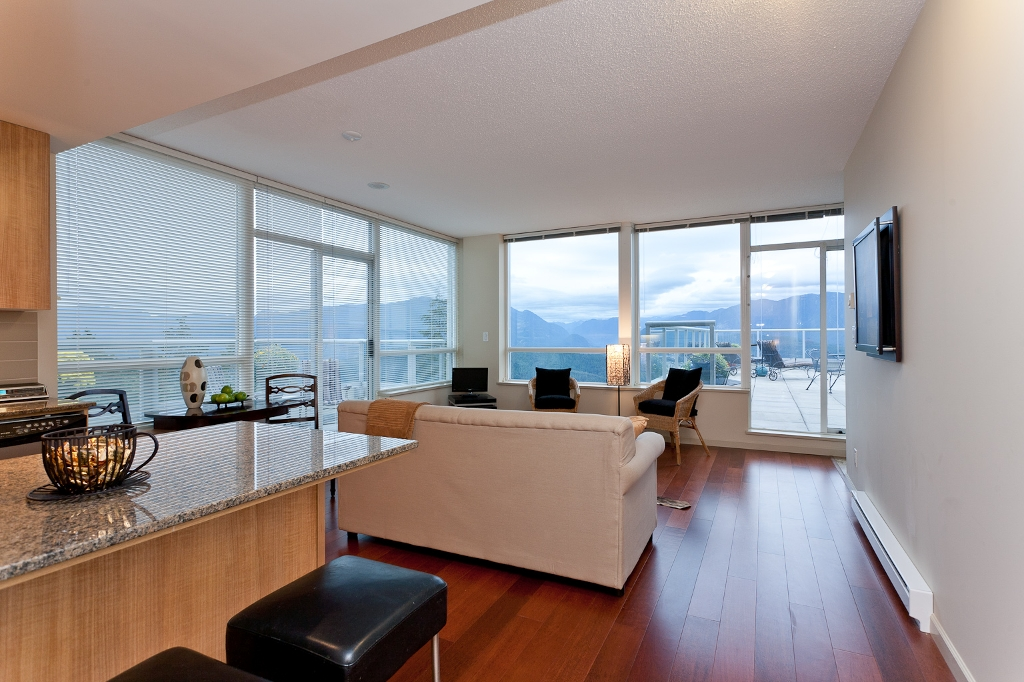 "Photo 6: Photos: 1001 9232 UNIVERSITY Crest in Burnaby: Simon Fraser Univer. Condo for sale in ""NOVO II"" (Burnaby North)  : MLS(r) # V914621"