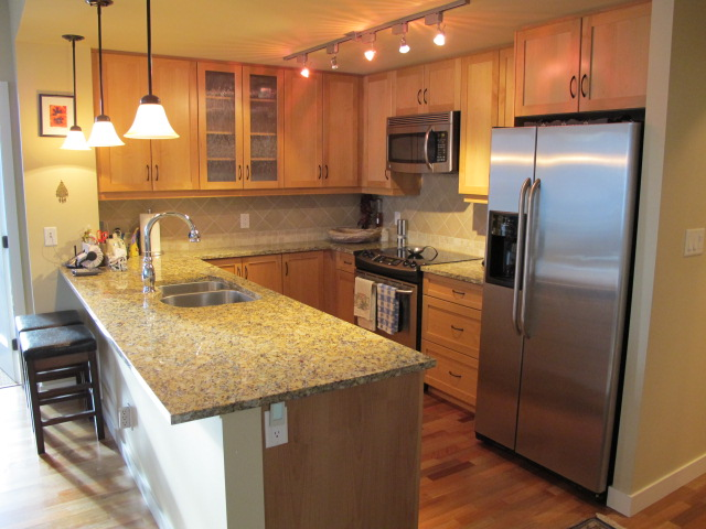 Photo 4: 160 LAKESHORE DRIVE W in Penticton: Residential Attached for sale (1004)  : MLS® # 134876