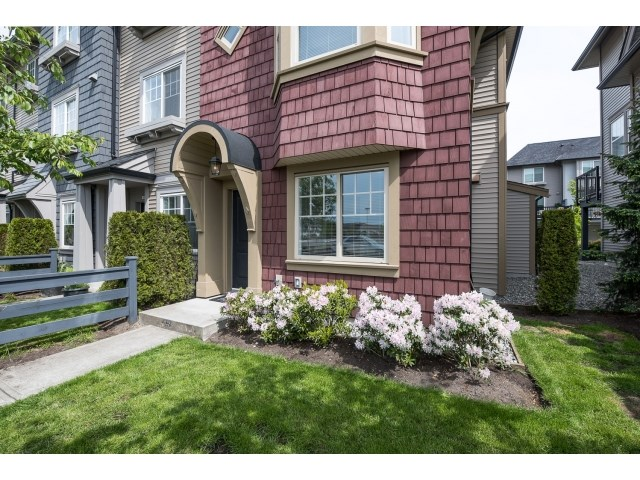 "Photo 2: 54 6450 187 Street in Surrey: Cloverdale BC Townhouse for sale in ""HILLCREST"" (Cloverdale)  : MLS® # R2062172"