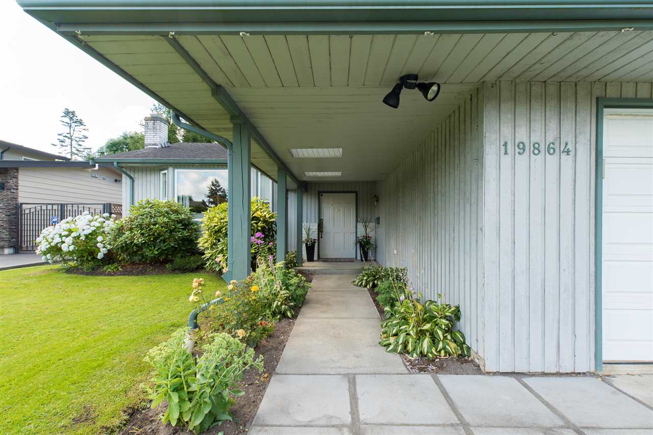"Photo 3: 19864 48A Avenue in Langley: Langley City House for sale in ""Mason Heights Area"" : MLS(r) # R2086596"