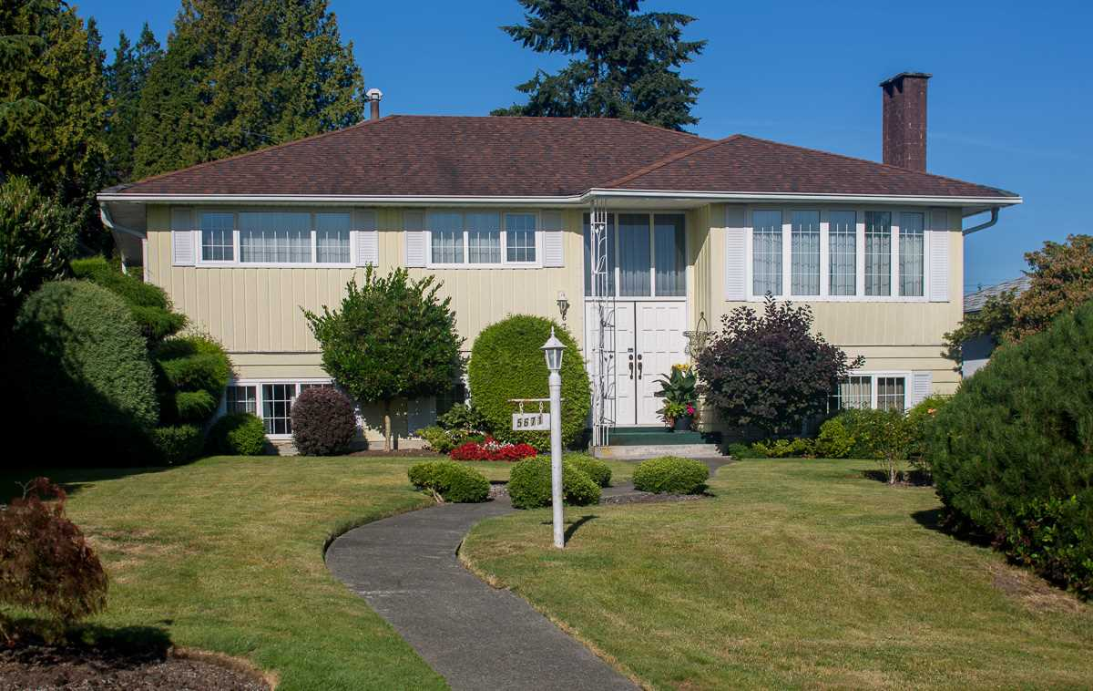"Main Photo: 5671 SARDIS Crescent in Burnaby: Forest Glen BS House for sale in ""FOREST GLEN"" (Burnaby South)  : MLS® # R2100738"