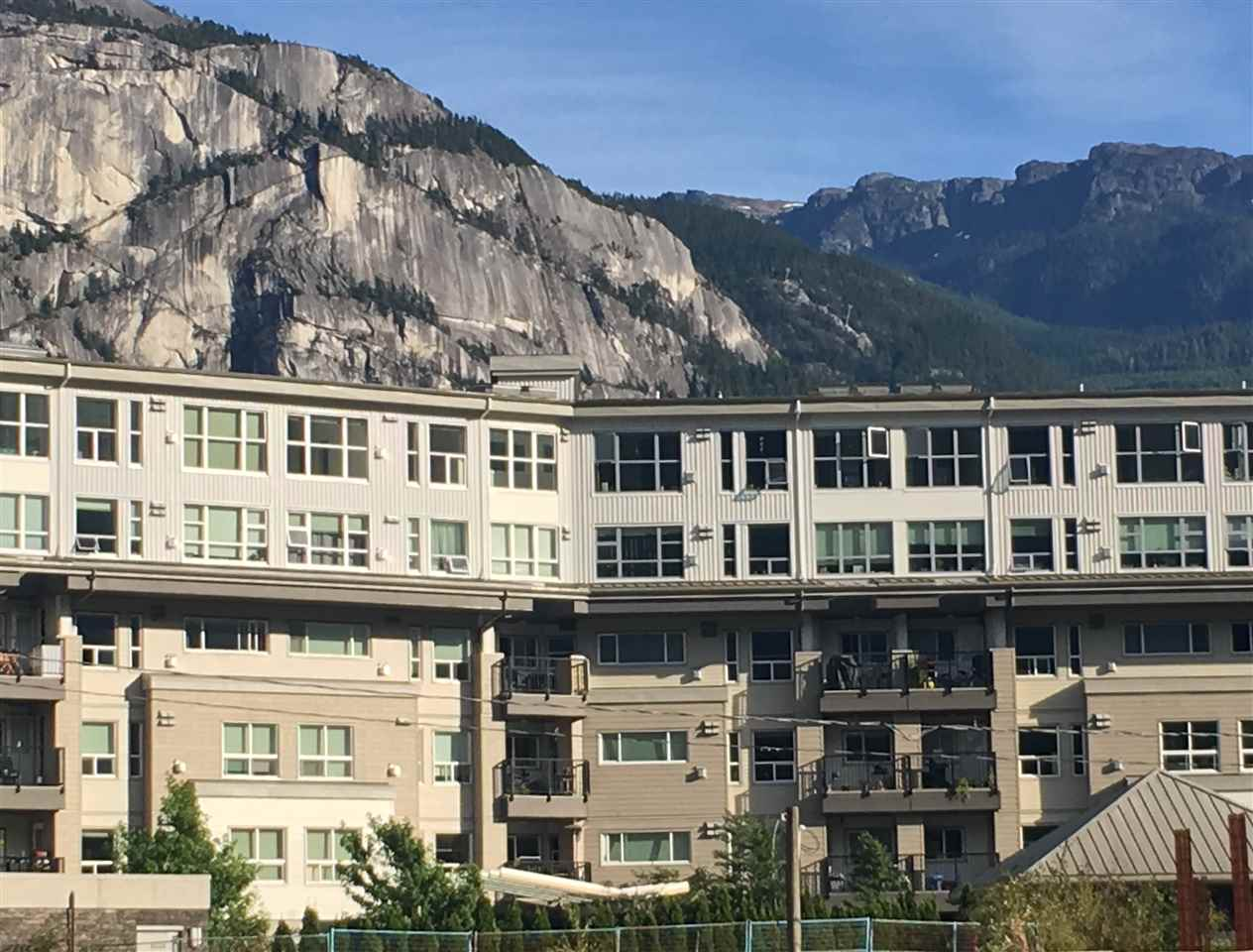 "Main Photo: 508 1212 MAIN Street in Squamish: Downtown SQ Condo for sale in ""AQUA CONDO"" : MLS(r) # R2101997"
