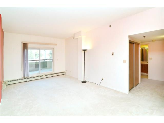 Photo 3: 102 2011 UNIVERSITY Drive NW in Calgary: University Heights Condo for sale : MLS® # C4108581
