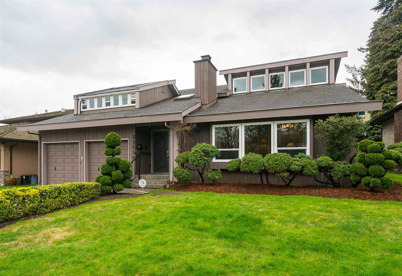 Main Photo: 32858 ASHLEY Way in Abbotsford: Central Abbotsford House for sale : MLS(r) # R2154090