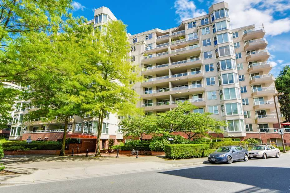 "Main Photo: 405 522 MOBERLY Road in Vancouver: False Creek Condo for sale in ""DISCOVERY QUAY"" (Vancouver West)  : MLS® # R2156335"