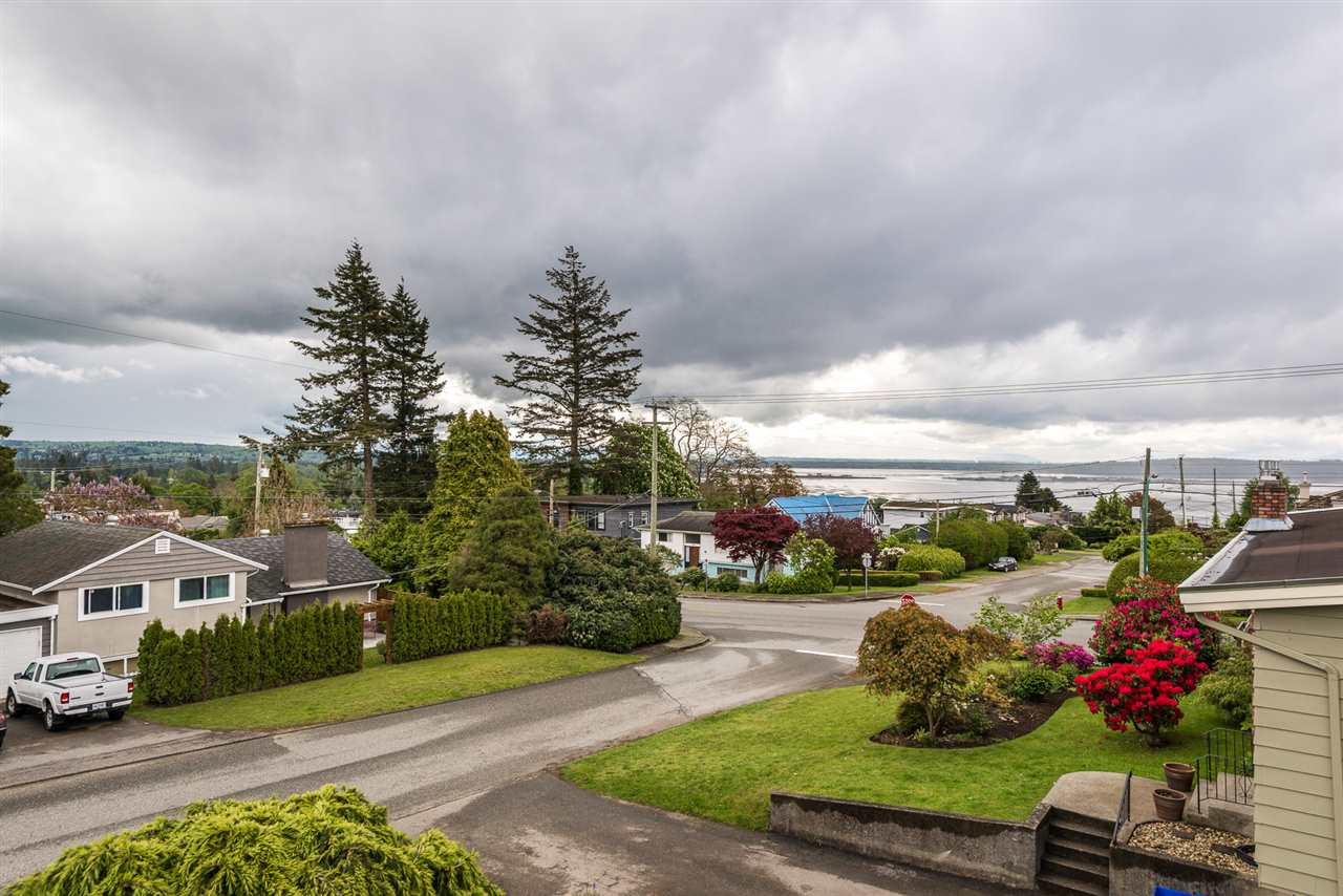 Photo 3: 1225 PARKER Street in Surrey: White Rock House for sale (South Surrey White Rock)  : MLS(r) # R2166502