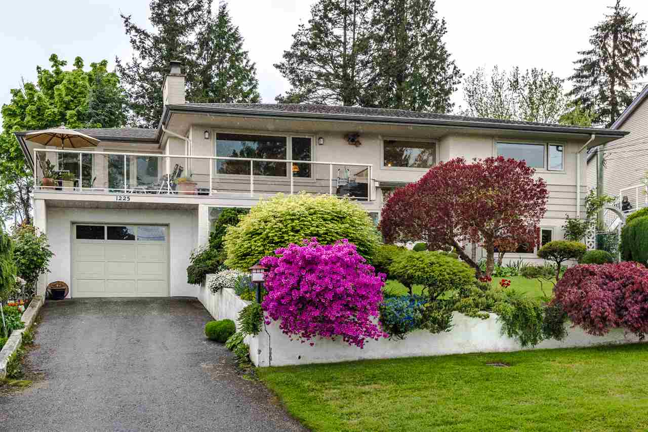Main Photo: 1225 PARKER Street in Surrey: White Rock House for sale (South Surrey White Rock)  : MLS® # R2166502