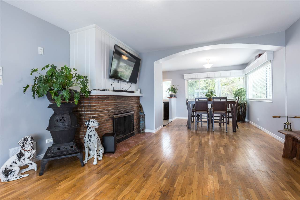 "Photo 4: 7052 SIERRA Drive in Burnaby: Westridge BN House for sale in ""WESTRIDGE"" (Burnaby North)  : MLS® # R2171540"