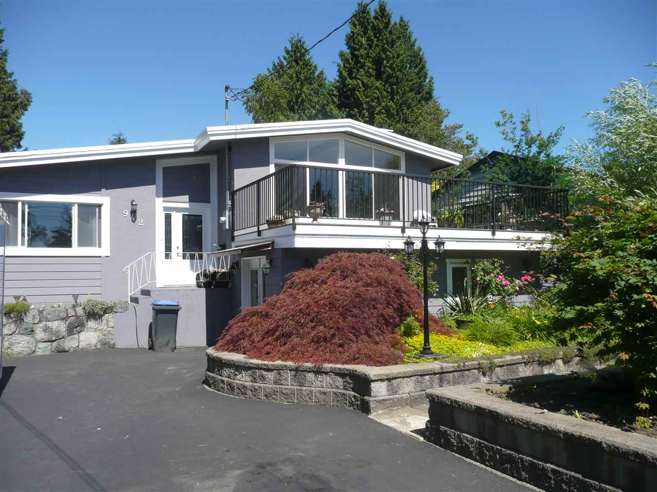 Main Photo: 942 CAITHNESS Crescent in Port Moody: Glenayre House for sale : MLS(r) # R2178339