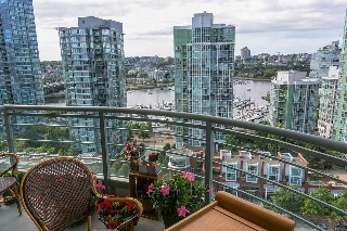 "Main Photo: 2103 1009 EXPO Boulevard in Vancouver: Yaletown Condo for sale in ""Landmark 33"" (Vancouver West)  : MLS(r) # R2187072"