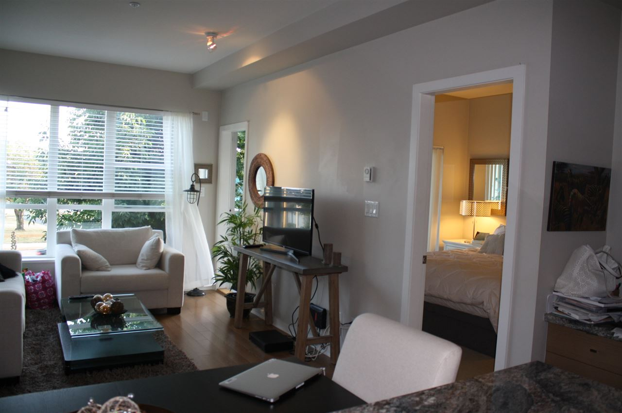 "Photo 8: Photos: 317 6440 194 Street in Surrey: Clayton Condo for sale in ""Waterstone"" (Cloverdale)  : MLS® # R2199257"