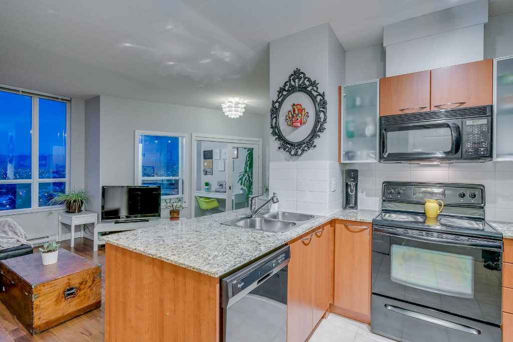 "Photo 11: Photos: 1406 4028 KNIGHT Street in Vancouver: Knight Condo for sale in ""KING EDWARD VILLAGE"" (Vancouver East)  : MLS®# R2206936"