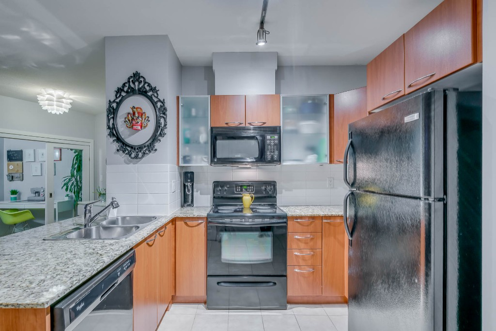 "Photo 12: Photos: 1406 4028 KNIGHT Street in Vancouver: Knight Condo for sale in ""KING EDWARD VILLAGE"" (Vancouver East)  : MLS® # R2206936"