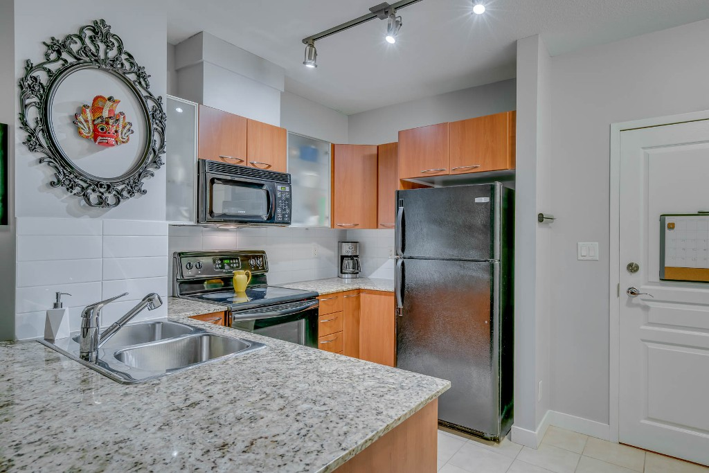 "Photo 13: Photos: 1406 4028 KNIGHT Street in Vancouver: Knight Condo for sale in ""KING EDWARD VILLAGE"" (Vancouver East)  : MLS® # R2206936"