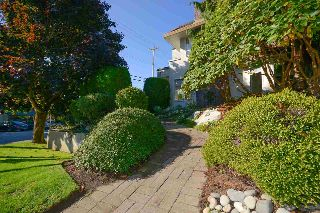 "Main Photo: 104 1225 MERKLIN Street: White Rock Townhouse for sale in ""Englesea Manor II"" (South Surrey White Rock)  : MLS® # R2212484"