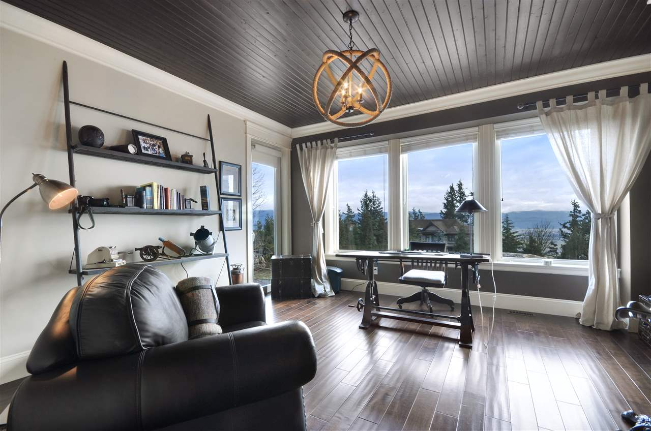 "Photo 10: Photos: 35522 JADE Drive in Abbotsford: Abbotsford East House for sale in ""Eagle Mountain"" : MLS® # R2221232"