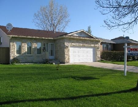 Photo 1: Photos: 61 WALTER COPP in WINNIPEG: Residential for sale (Valley Gardens)  : MLS® # 2908805