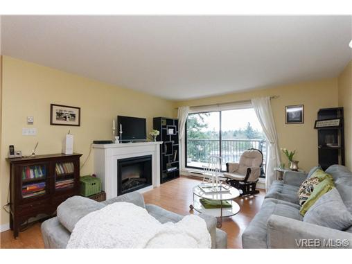 Photo 2: 503 4030 Quadra Street in VICTORIA: SE High Quadra Condo Apartment for sale (Saanich East)  : MLS(r) # 334858