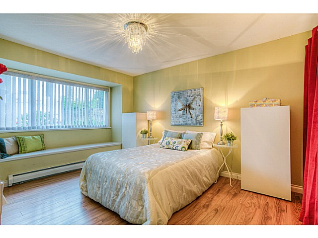 Photo 6: 4683 DARWIN Avenue in Burnaby: Burnaby Hospital House 1/2 Duplex for sale (Burnaby South)  : MLS® # V1103438